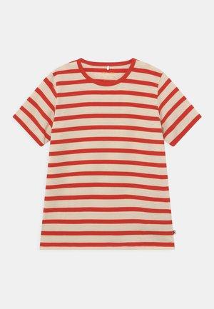 STRIPE TEE UNISEX - Camiseta estampada - red