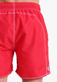 Arena - FUNDAMENTALS SOLID - Swimming shorts - red/turquoise - 1