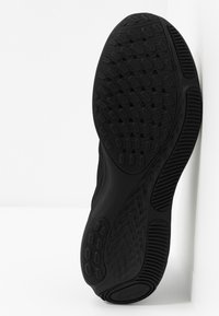 Nike Performance - REACT MILER - Neutral running shoes - black - 4