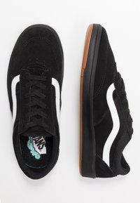 Vans - UA CRUZE CC - Sneakersy niskie - black - 1