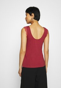 Anna Field - Top - earth red - 2