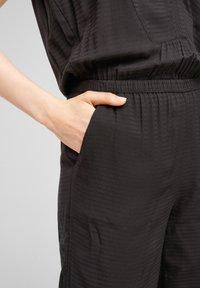 s.Oliver - MIT MUSTERSTRUKTUR - Jumpsuit - black - 4