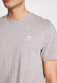 adidas Originals - ESSENTIAL TEE UNISEX - Basic T-shirt - mottled grey - 5