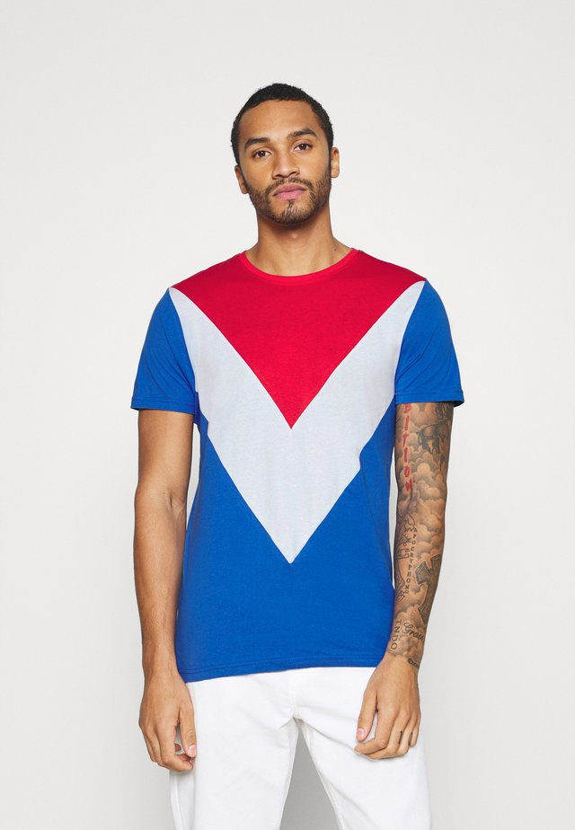 POINTC - T-shirt imprimé - red/optic white/royal