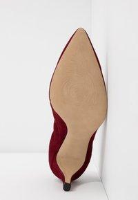 PERLATO - Classic heels - rouge - 6