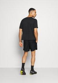 Nike Performance - Korte broeken - black/reflective silver - 6