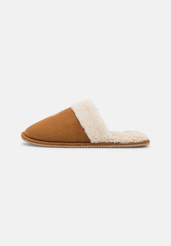 SUMMIT SCUFF - Pantofole - snuff/cream