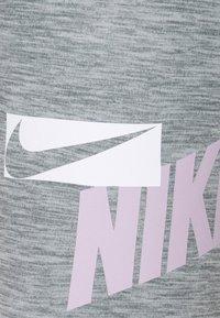 Nike Performance - ONE - Leggings - light smoke grey/heather/white - 4