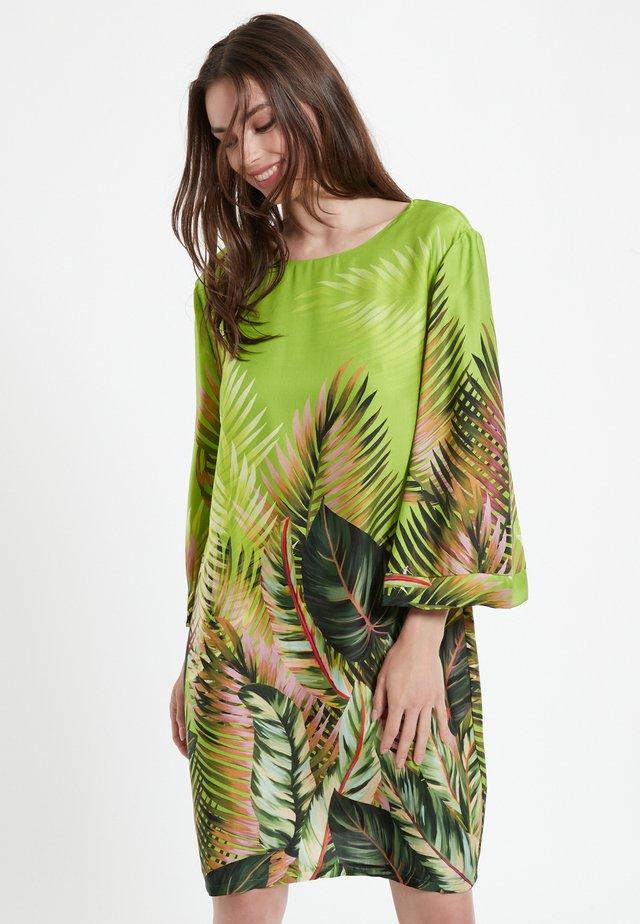 CASSY - Korte jurk - grün