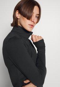 Under Armour - MERIDIAN JACKET - Training jacket - black/metallic silver - 3