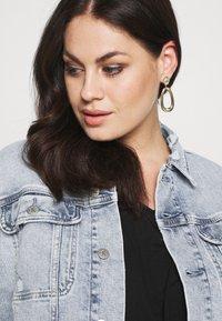 Calvin Klein Jeans Plus - 90S TRUCKER PLUS - Denim jacket - denim light - 3