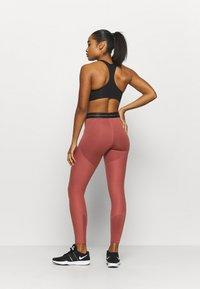 Nike Performance - Tights - claystone red/metallic gold - 2