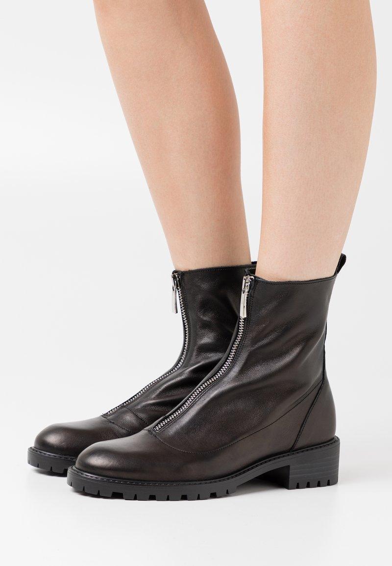 Tata Italia - Kotníkové boty - black