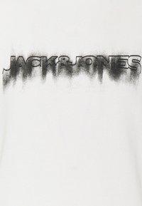 Jack & Jones - JOREDGE CREW NECK - Sweatshirt - cloud dancer - 6
