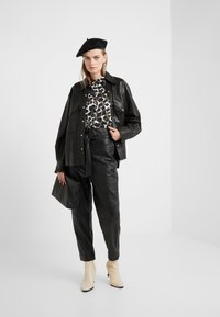 Bruuns Bazaar - PECAN ARISTA PANT - Leather trousers - black - 1