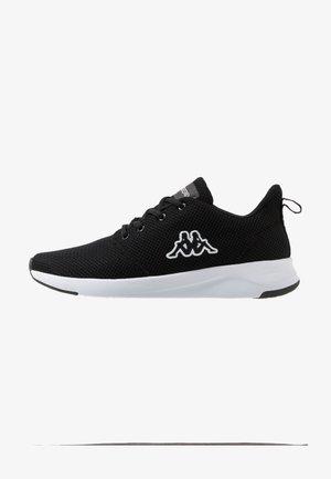 CUMBER - Zapatillas de entrenamiento - black/white