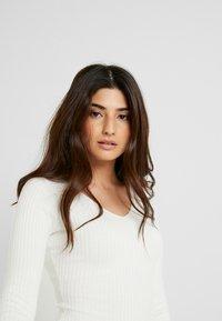 Even&Odd Petite - Stickad tröja - white - 3