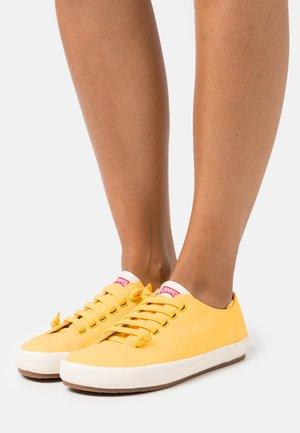 PEU RAMBLA VULCANIZADO - Sneakersy niskie - yellow