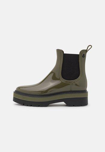 NETTY - Stivali di gomma - military green