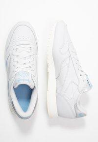 Reebok Classic - Sneakersy niskie - porcelain/fluid blue/silver metallic - 3