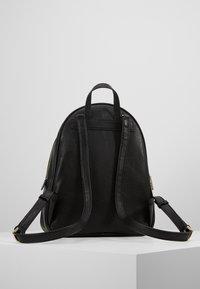 Guess - MANHATTAN  - Plecak - black - 2