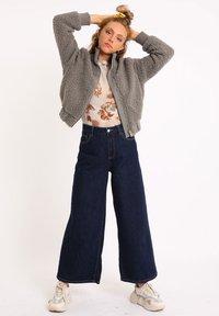 Pimkie - AUS SCHAFFELLIMITAT - Fleece jacket - grau - 1