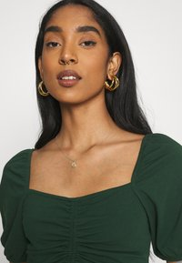 Glamorous - RUCHED CROP TOP - Print T-shirt - forest green - 3