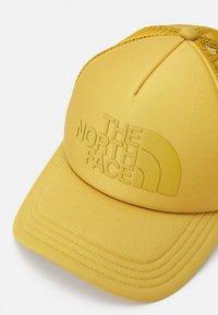 The North Face - LOGO TRUCKER UNISEX - Cap - arrowwood yellow - 3