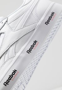 Reebok Classic - REVENGE PLUS TENNIS STYLE SHOES - Trainers - white/black/primal red - 5