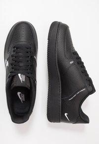 Nike Sportswear - AIR FORCE 1 - Sneakersy niskie - black/white - 1