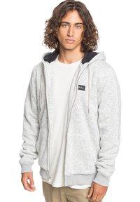Quiksilver - KELLER - SHERPA-FLEECE MIT REISSVERSCHLUSS UND KAPUZE - Zip-up hoodie - light grey heather - 4