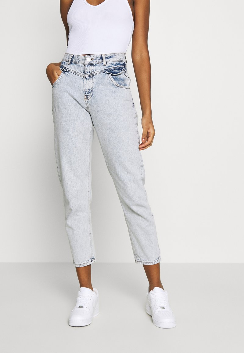 Miss Selfridge - FRILL POCKET MOM  - Jeansy Relaxed Fit - light blue
