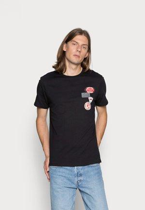 LOGO BADGE  - Print T-shirt - black