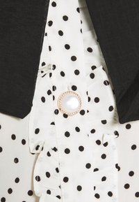 Sister Jane - GET TOGETHER RUFFLE BOW BLOUSE - Button-down blouse - ivory - 6