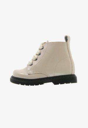 Baby shoes - blanco roto