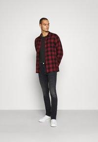 Calvin Klein Jeans - SKINNY - Skinny džíny - black - 1