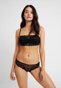 Cotton On Body - CINDY BRASILIANO 3 PACK - Briefs - black/calypso coral - 0