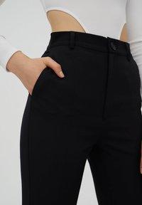 PULL&BEAR - Kalhoty - black - 3