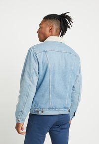 Wrangler - SHERPA - Light jacket - bleached denim - 2