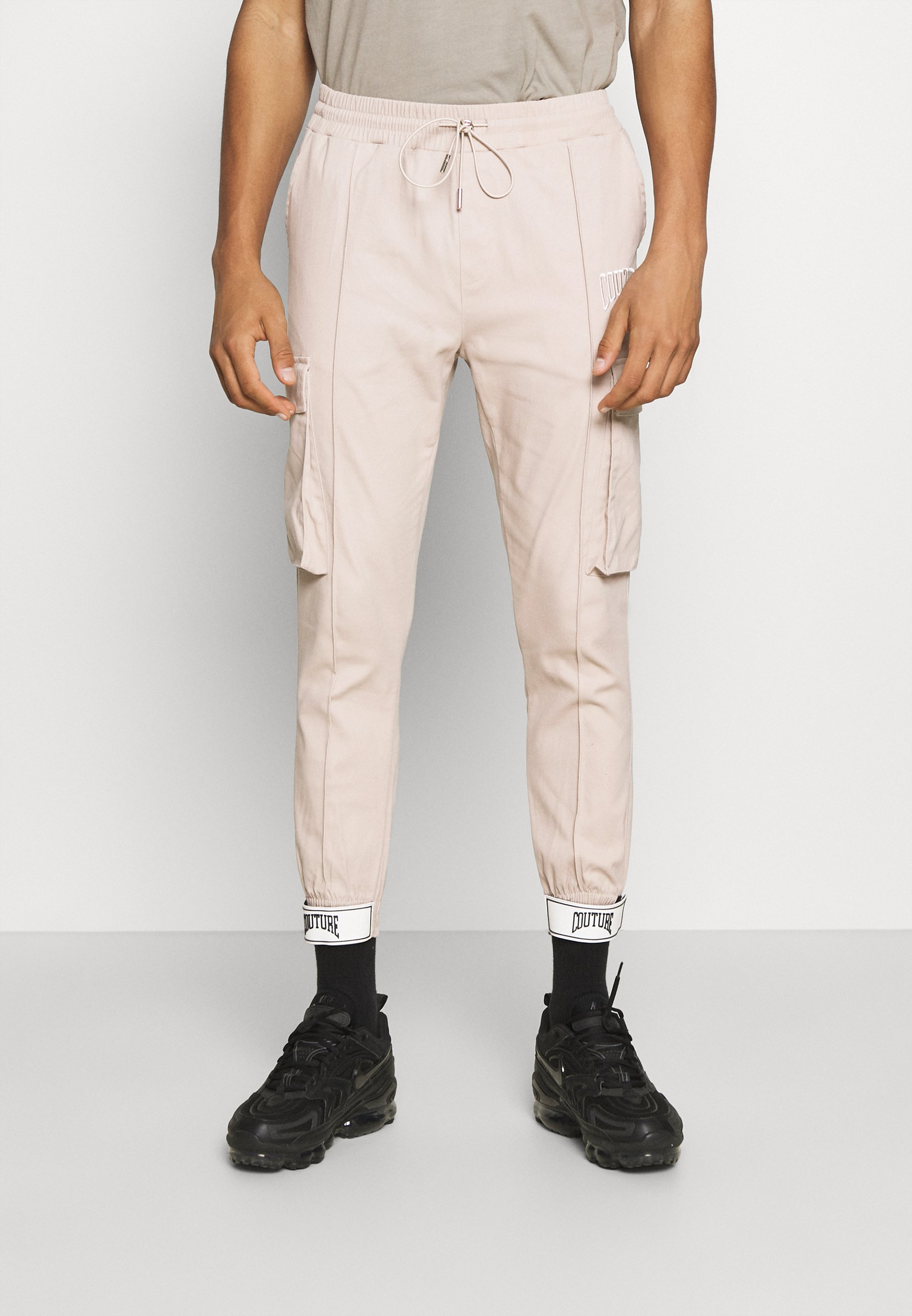 Men TEXTURED JERSEY CARGOS WITH RUBBER BADGE HEM - Cargo trousers