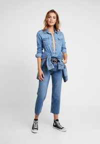 ONLY - ONLROXY TRAIGHT - Jeans Straight Leg - light blue denim - 1