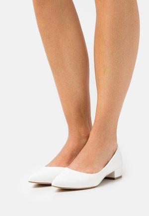 CLARISAH - Klassiske pumps - white
