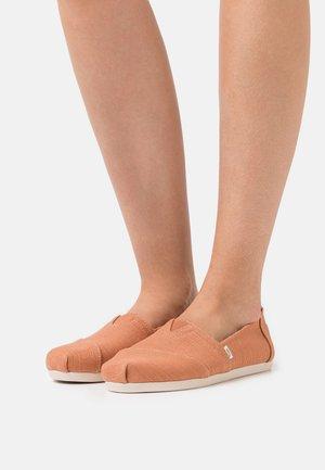 ALPARGATA VEGAN - Slip-ons - brown