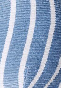 Tommy Hilfiger - STRIPES FIXED TRIANGLE - Bikini top - blue - 6