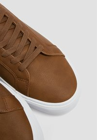 PULL&BEAR - Trainers - brown - 4