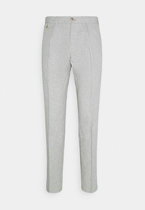 HAMPTON CHAMBRAY - Trousers - light cast