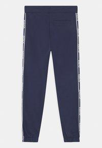 Guess - JUNIOR ACTIVE - Teplákové kalhoty - bleu/deck blue - 1