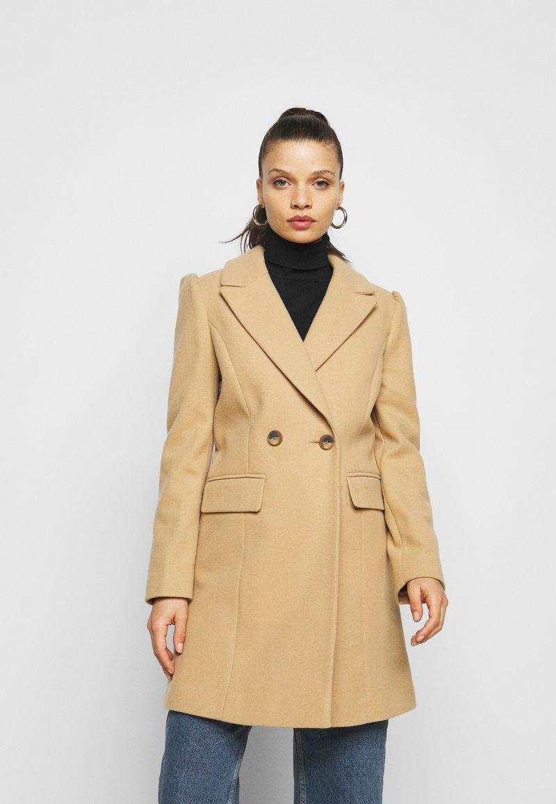 Miss Selfridge Petite - COAT - Klasický kabát - camel