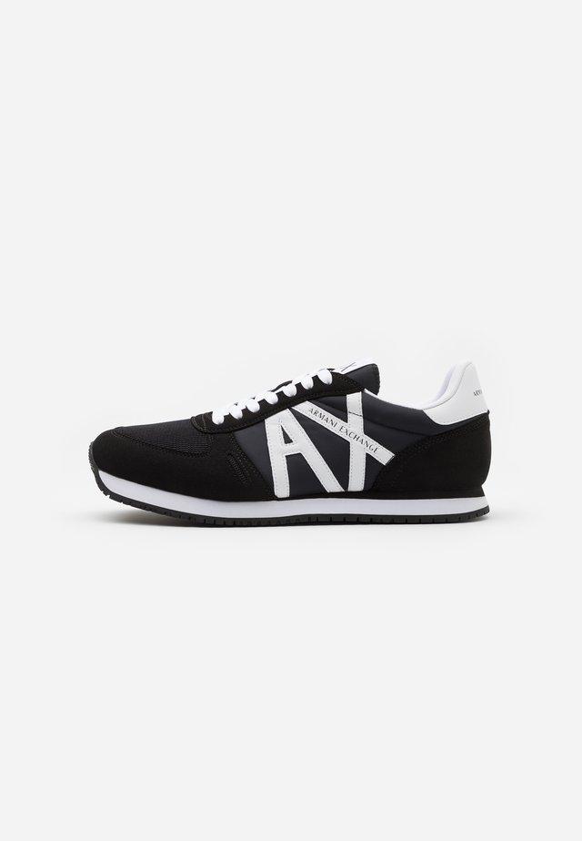 AX RETRO RUNNER - Sneakers basse - black/white