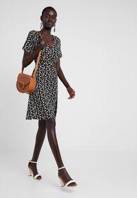 Dorothy Perkins Tall - NAVY DITSY WRAP DRESS - Jersey dress - navy - 1